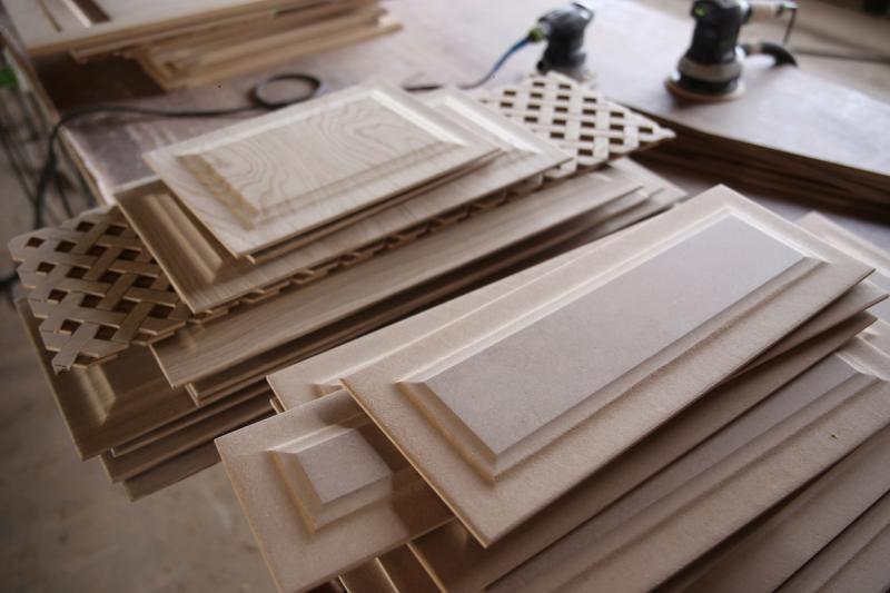 Купить кухонные фасады из массива дерева в СПб